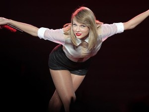 Taylor Swift Takes a Bow