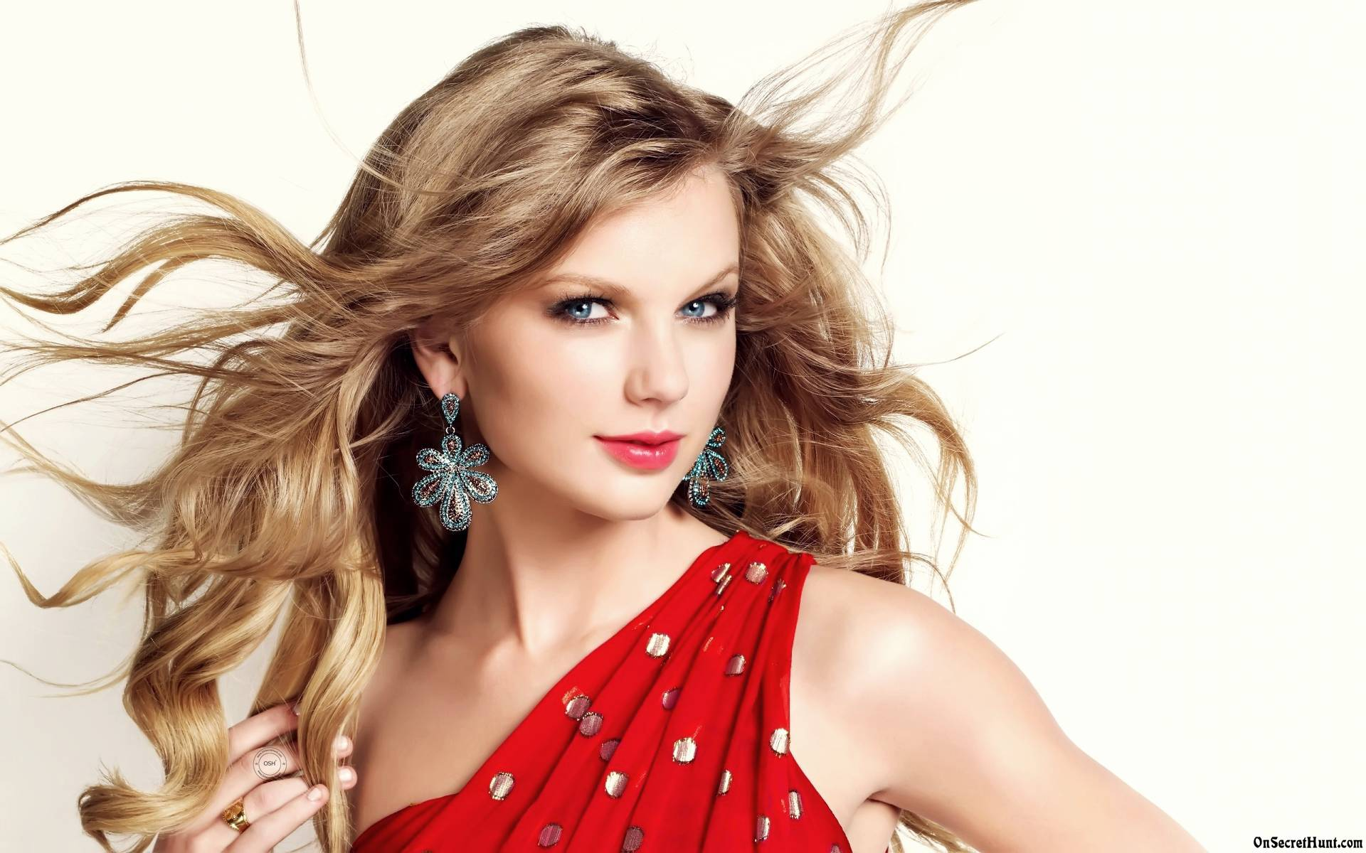 Taylor Swift Donates $50,000 To Charity Taylor Swift