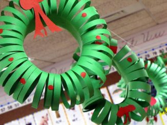 christmas wreath made out of construction paper